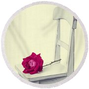 Single Red Rose Round Beach Towel