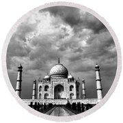 Taj Mahal India In Black And White Round Beach Towel