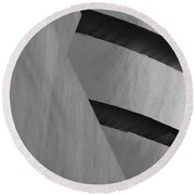 The Guggenheim In Black And White Round Beach Towel