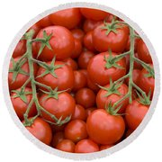 Tomato On The Vine Round Beach Towel