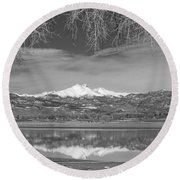 Twin Peaks Longs And Meeker Lake Reflection Bw Round Beach Towel