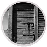 Weathered Door With Hanging Chain Round Beach Towel