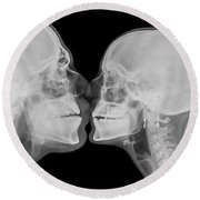 X-ray Kissing Round Beach Towel