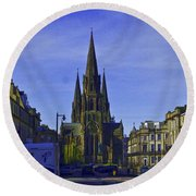 View Of Episcopal Cathedral In Edinburgh Round Beach Towel