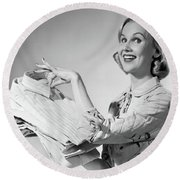 1950s Proud Smiling Woman Housewife Round Beach Towel