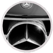 1961 Mercedes-benz 300 Sl Grille Emblem Round Beach Towel