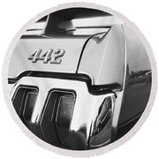 1970 Olds 442 Black And White Round Beach Towel