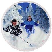 1990s Couple Skiing Vail Colorado Usa Round Beach Towel