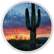 A Saguaro Sunset  Round Beach Towel