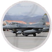 A U.s. Air Force F-16c Fighting Falcon Round Beach Towel