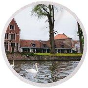 Brugge Canal Scene Round Beach Towel