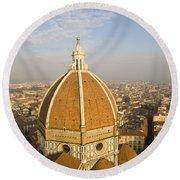Brunelleschi's Dome At The Basilica Di Santa Maria Del Fiore Round Beach Towel