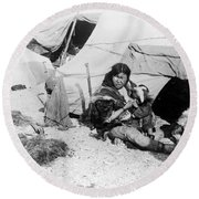 Eskimo Woman And Child Round Beach Towel