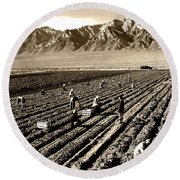 Farm Workers And Mt Williamson 1940s Round Beach Towel