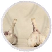 Fresh Garlic Round Beach Towel by Priska Wettstein