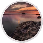 2 Mile Point Sunset And Moonrise Round Beach Towel