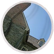 Old Stone House Round Beach Towel