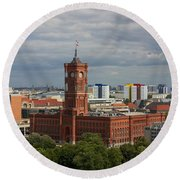 Rotes Rathaus Berlin Round Beach Towel