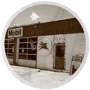 Route 66 - Rusty Mobil Station Round Beach Towel