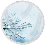 Snowflake In Snow Round Beach Towel
