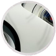Streamlined In White Round Beach Towel
