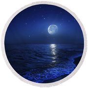 Tranquil Ocean At Night Against Starry Round Beach Towel