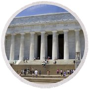 Visitors At The Lincoln Memorial Round Beach Towel