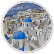 White Buildings With Steep Slope Round Beach Towel