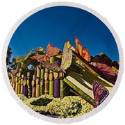 2015 Rose Parade Float With Butterflies 15rp044 Round Beach Towel