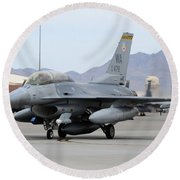 A U.s. Air Force F-16c Fighting Falcon Round Beach Towel
