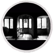 3 Castle Rooms Bw Round Beach Towel