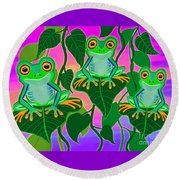 3 Little Frogs On Leafs Round Beach Towel