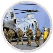 Marines Board A Ch-46e Sea Knight Round Beach Towel