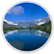 Reflection Of Mountains In Water Round Beach Towel