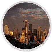 Seattle Skyline With Space Needle And Stormy Weather Round Beach Towel