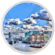 The River Thames Round Beach Towel