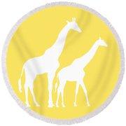 Giraffe In Yellow And White Round Beach Towel