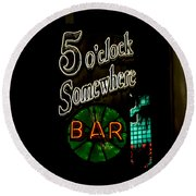 5 O'clock Somewhere Bar Round Beach Towel