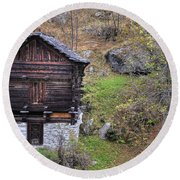 Old Rustic House Round Beach Towel