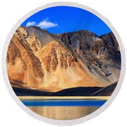 Mountains Pangong Tso Lake Leh Ladakh Jammu And Kashmir India Round Beach Towel
