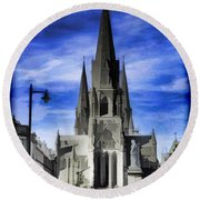 View Of Episcopal Cathedral In Edinburgh Round Beach Towel