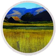 A Barn And Field In The Morning Round Beach Towel