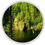 A Boulder Across The Seleway River  Round Beach Towel