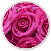 A Bouquet Of Pink Roses Round Beach Towel