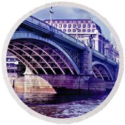 A Bridge In London Round Beach Towel