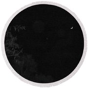 A Ghostly Crescent Moon Round Beach Towel
