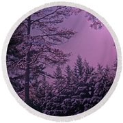 A Quiet Snowy Night Round Beach Towel