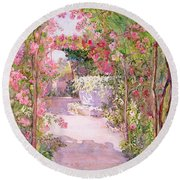 A Rose Arbor And Old Well, Venice Round Beach Towel