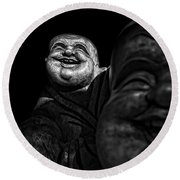 A Smile On The Shoulder - Bw Round Beach Towel