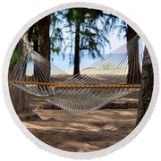 A Snooze By The Ocean Round Beach Towel